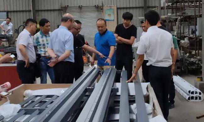 会后姜董邀请参会人员一起参观了邦柏科技有限公司
