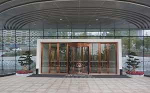 成都龙之梦大酒店旋转门案例 - 成都中出网-城市出入口设备门户