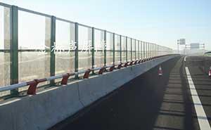 赤茅高速桥梁段全透明声屏障护栏案例 - 承德中出网-城市出入口设备门户