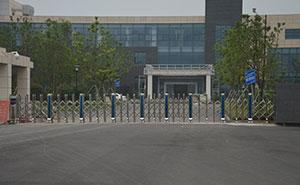 江苏镇江飞机场智能安全伸缩平移门工程案例 - 镇江中出网-城市出入口设备门户