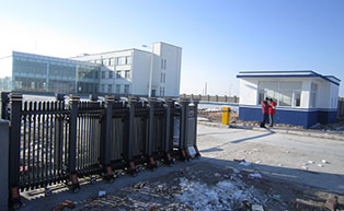 大庆市庆然天然气有限公司伸缩门工程案例 - 大庆中出网-城市出入口设备门户