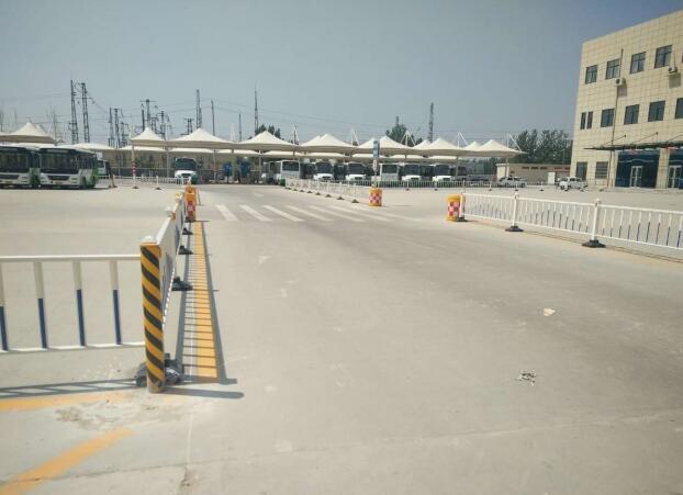 东明县运输公司客运站护栏案例 - 菏泽中出网-城市出入口设备门户