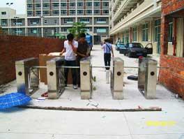 惠州路霹雳电子考勤通道闸案例 - 惠州中出网-城市出入口设备门户