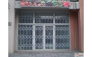 广西河池市考漆不锈钢拉闸门工程案例 - 中出拉闸门网
