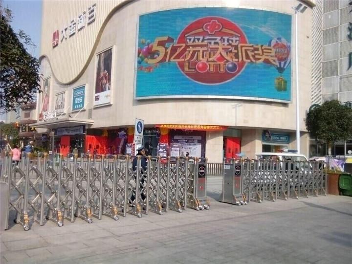 安庆人民路步行街(西门)电动伸缩门案例 - 安庆中出网-城市出入口设备门户