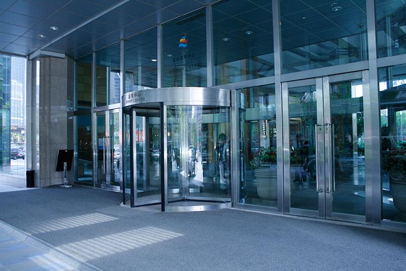 旋转门 - KM023系列手动旋转门 - 天津中出网-城市出入口设备门户