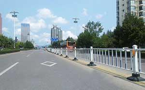 道路护栏 - 道路护栏标准型 - 青岛中出网-城市出入口设备门户