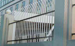 鋅钢护栏 - 锌钢护栏单向弯头型1 - 青岛中出网-城市出入口设备门户