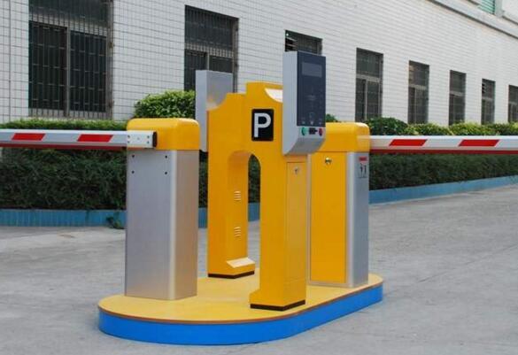 宁波出安智能道闸安装在宁波惠康实业有限公司大门口