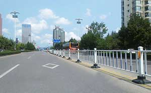 道路护栏 - 道路护栏标准型 - 临沂中出网-城市出入口设备门户