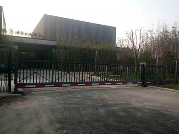 衡阳奥星游泳馆悬浮平移门案例 - 衡阳中出网-城市出入口设备门户