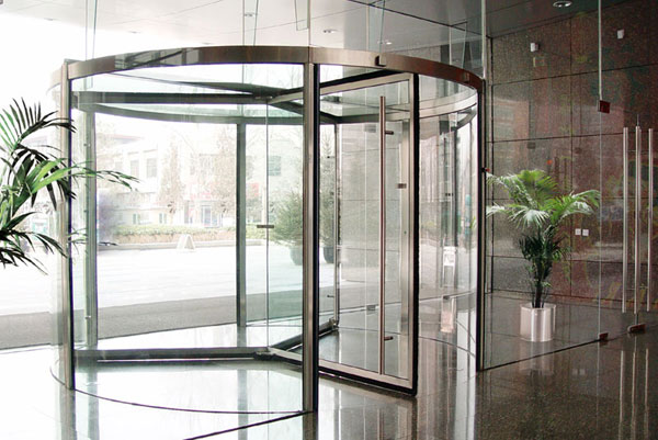 焦作出安智能旋转门安装在华融国际大厦