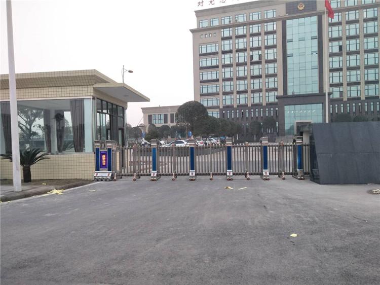 内江川建建筑有限公司电动伸缩门案例 - 内江中出网-城市出入口设备门户