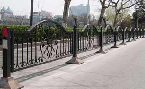 铁艺护栏 - 铁艺护栏1 - 丹东中出网-城市出入口设备门户