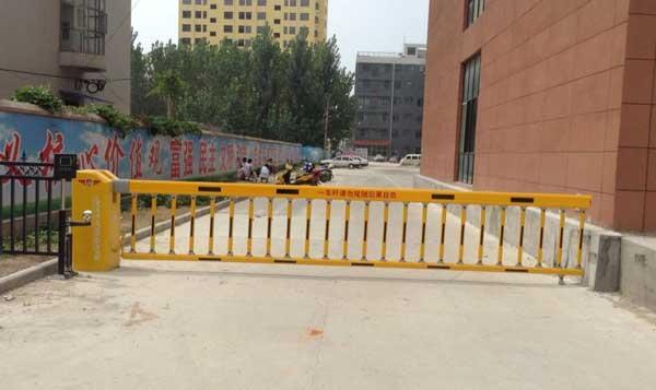 淮南市阶梯电子科技有限公司栅栏道闸案例 - 淮南中出网-城市出入口设备门户