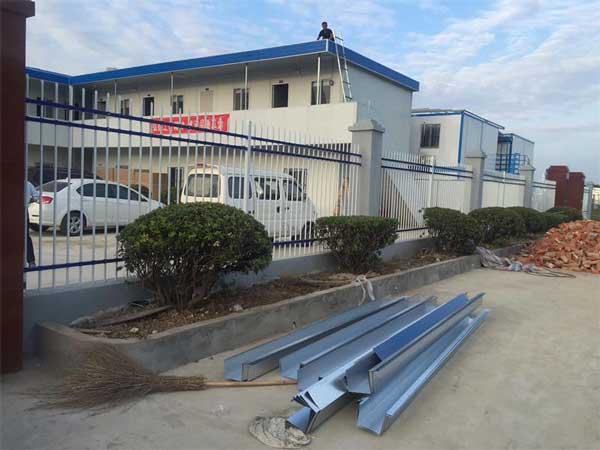 鄂州鸿泰钢铁有限公司锌钢护栏案例 - 鄂州中出网-城市出入口设备门户