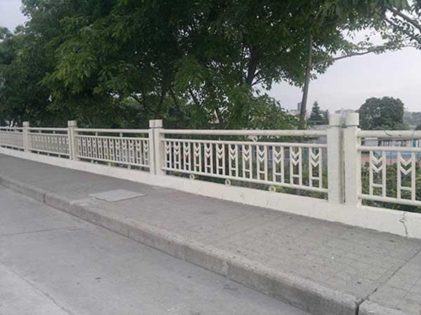 崇左生态公园道路护栏案例 - 崇左中出网-城市出入口设备门户