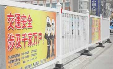 道路护栏 - 广告板道路护栏 - 重庆中出网-城市出入口设备门户