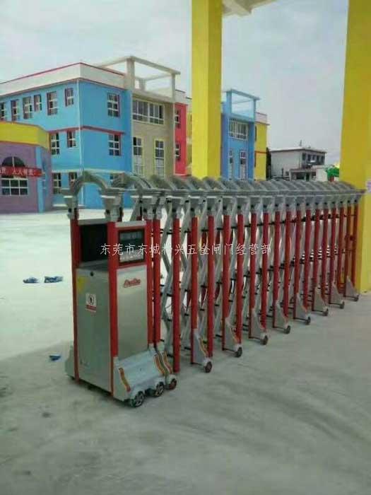 东莞万江豪华铝型电动伸缩门案例 - 东莞中出网-城市出入口设备门户