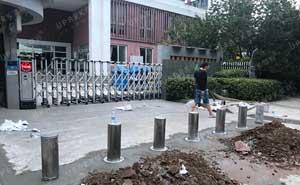百家湖中学全自动升降路桩项目