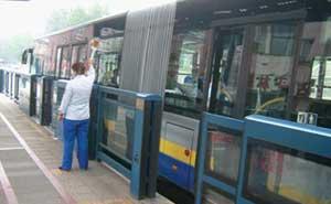 北京南中轴快速公交屏蔽门案例 - 北京中出网-城市出入口设备门户